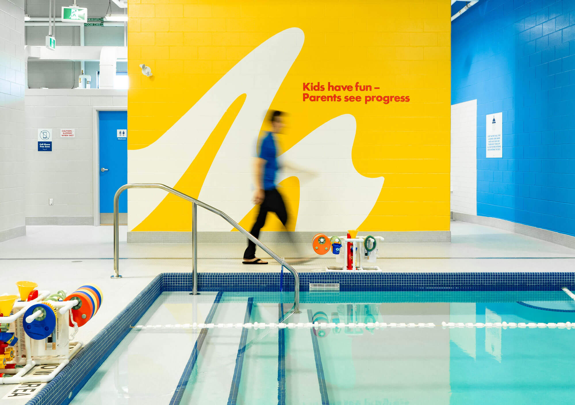 Making-Waves-Swim-School-branding-interior-pool-1-1
